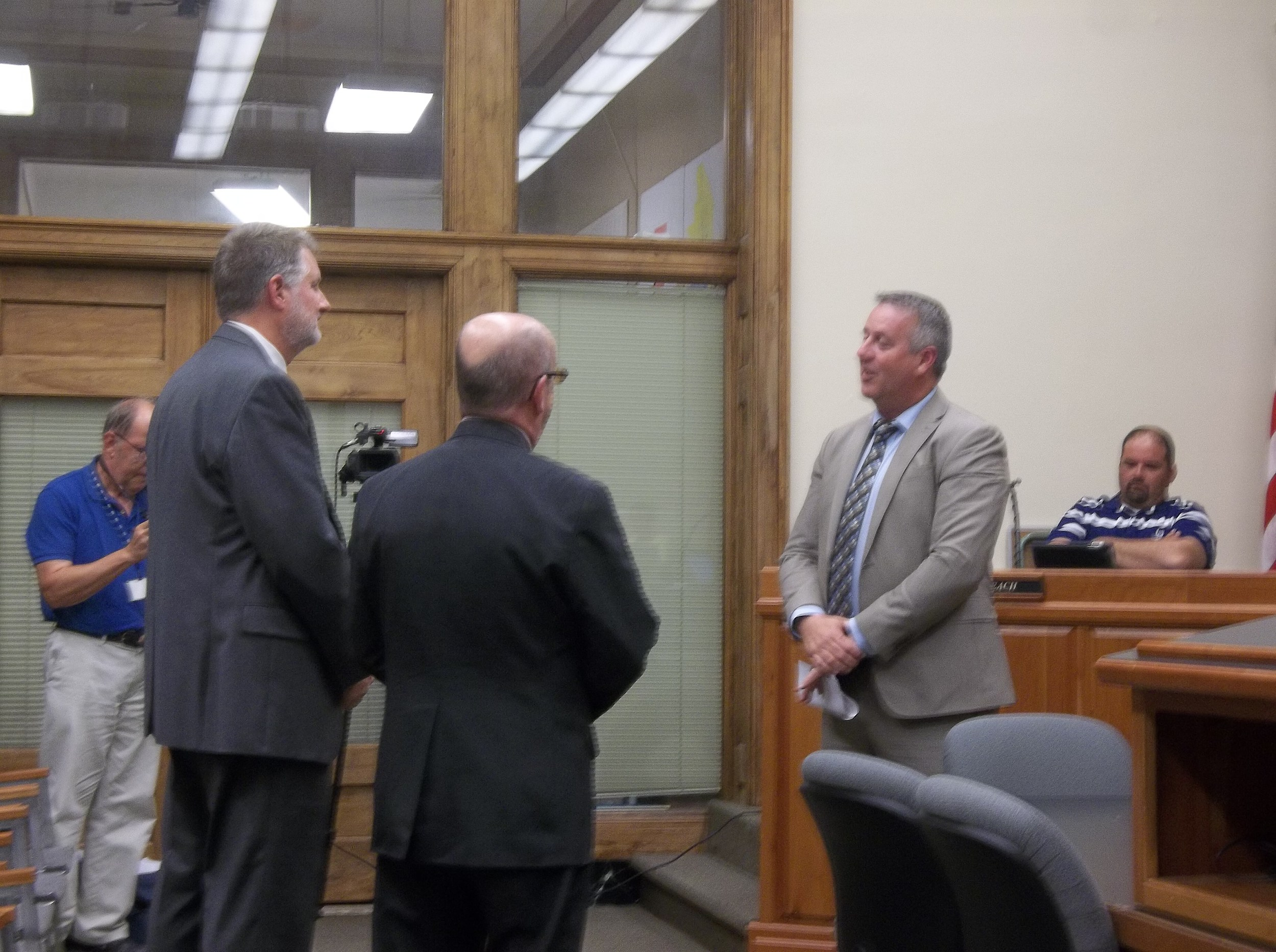 Mayor James Hark speaks to Judicial Candidates Don Bastian, left, and Stephen Porter, right